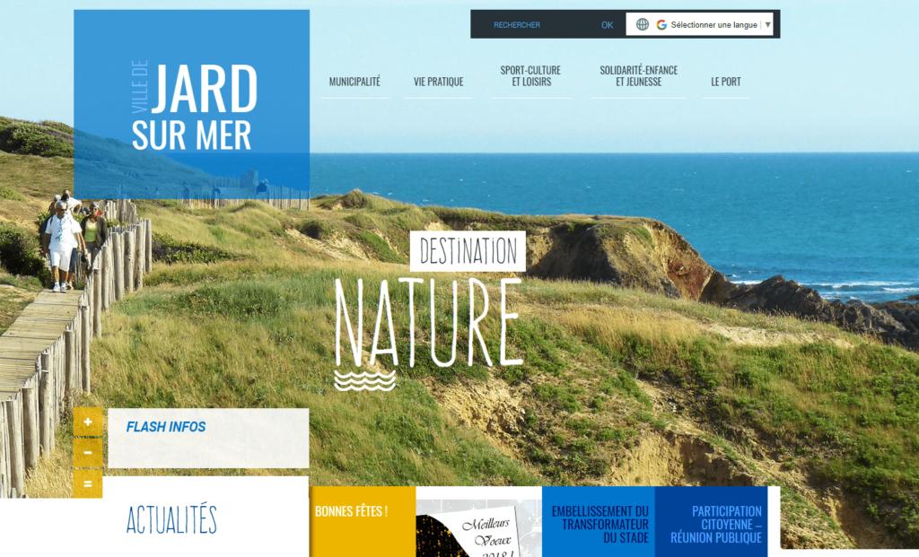 La ville de Jard Sur Mer utilise des typographies originales, de l'asymétrie et des couleurs lumineuses !