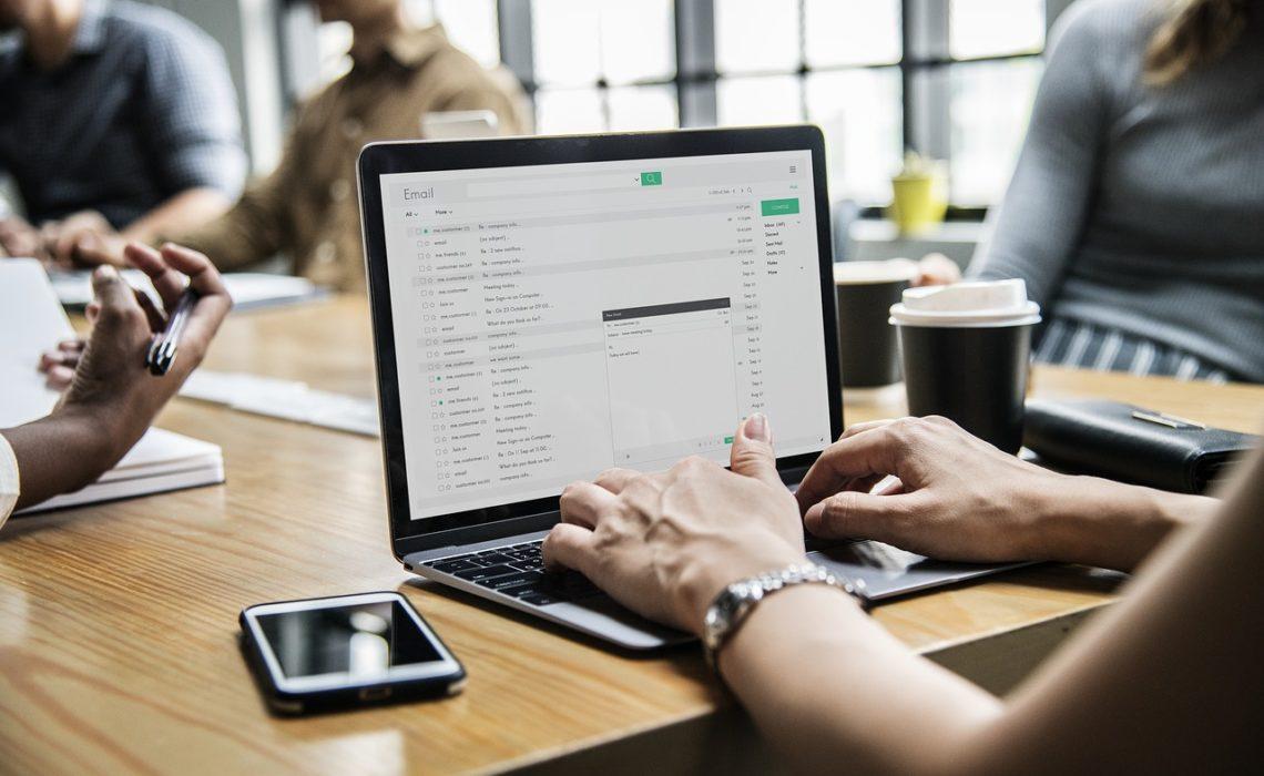 Comment configurer un message d'absence en moins de 5 minutes ?